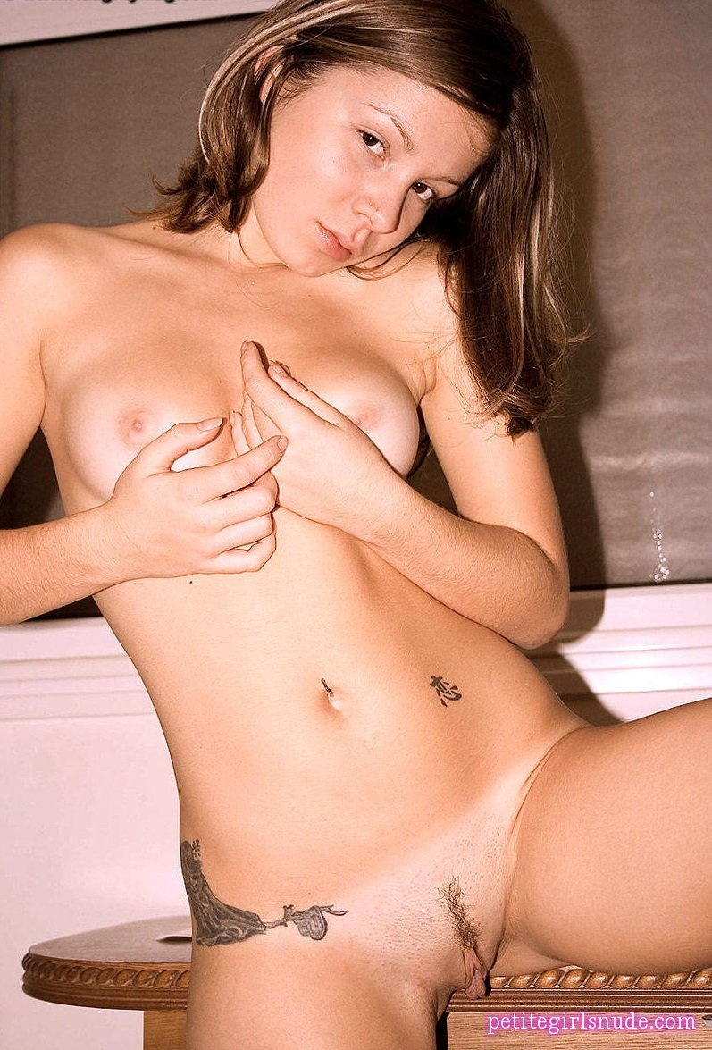 Emily18 Nude Pics And Model Biography